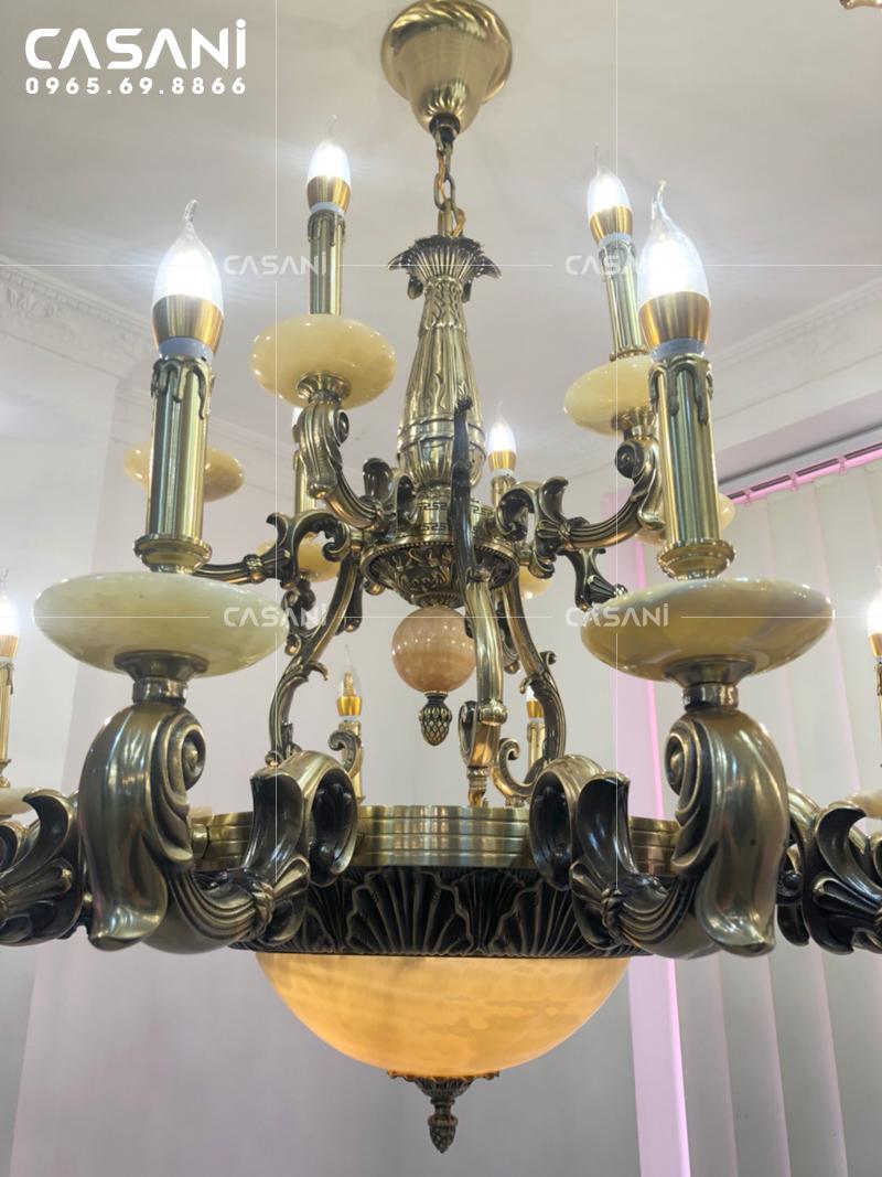 Gợi ý cách chọn đèn chùm nến đồng phù hợp với không gian