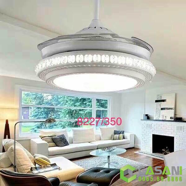 quạt trần đèn là điểm nhấn cho phòng khách